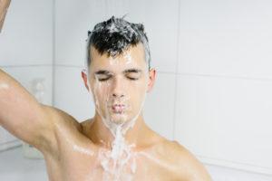 Illustration : un homme sous la douche - Image: 'In the Shower' http://www.flickr.com/photos/17423713@N03/28045792866 Found on flickrcc.net