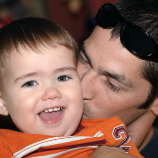 Un papa et son fils (illustration) - http://www.flickr.com/photos/66606673@N00/4699050352 Found on flickrcc.net