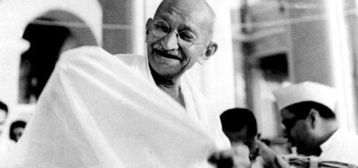 Mahatma Gandhi joyeux, wikicommons