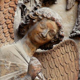 Statue représentant un ange souriant - http://www.flickr.com/photos/8545333@N07/2674149375