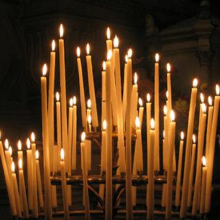Des cierges dans une église - Image: 'Ca, cest le bouquet !' http://www.flickr.com/photos/75789956@N00/8063057 Found on flickrcc.net