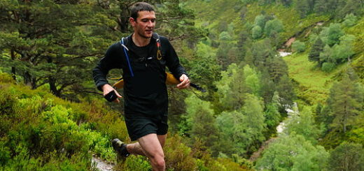 Un homme court en montagne (illustration) - 'LairigGhru-8246' http://www.flickr.com/photos/28560980@N07/7435894130 Found on flickrcc.net