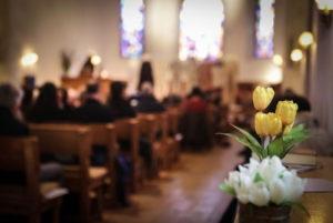 Illustration : des fleurs au premier plan du culte - Photo tirée de l'Instagram de l'EPG