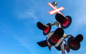 Illustration : des feux rouges -  Image: 'Train Light Signal'  http://www.flickr.com/photos/30478819@N08/41676702320 Found on flickrcc.net