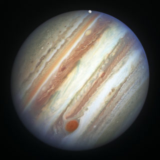 La planète Jupiter - Image: 'Jupiters Red Spot and Europa' http://www.flickr.com/photos/54209675@N00/42573521995 Found on flickrcc.net