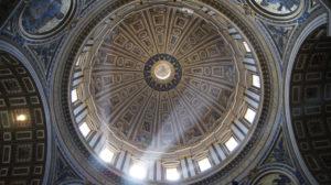 Illustration : les voûtes de Saint Pierre de Rome - Image: 'Vatican City'  http://www.flickr.com/photos/138245503@N03/31021641271 Found on flickrcc.net