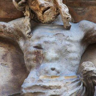 Une statue en pierre de Christ crucifié - http://www.flickr.com/photos/64749744@N00/9611526159 Found on flickrcc.net