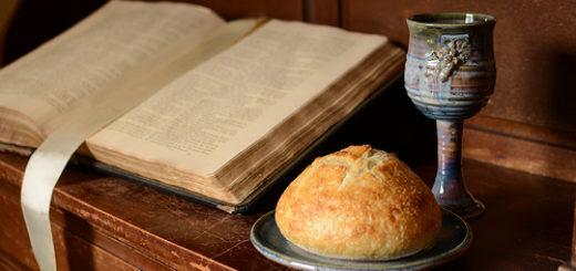 Bible, coupe et pain de la communion - 22 Boulevard des Filles du Calvaire 75011 Paris