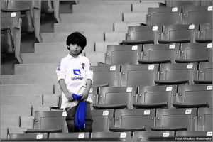 Un enfant seul et triste dans un stade de foot (illustration) - http://www.flickr.com/photos/32122928@N08/4463603661 Found on flickrcc.net