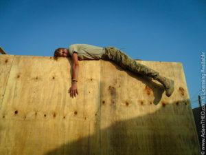 Felle soldat épuisée sur le sommet d'un obstacle (illustration) - http://www.flickr.com/photos/29912035@N03/6340085461 trouvé sur flickrcc.net