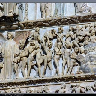 Bas relief sur le tympan d'une église représentant les damnés envoyé en enfer - Image: 'Le Jugement Dernier' http://www.flickr.com/photos/37149125@N04/5722471907 Found on flickrcc.net