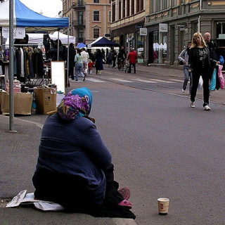 Une mendiante dans la rue (illustration) - http://www.flickr.com/photos/91731765@N00/485155522 Found on flickrcc.net