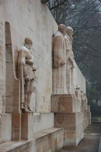 """Le """"mur des Réformateurs"""" à Genève - Image: 'Mur des Réformateurs' http://www.flickr.com/photos/12448900@N04/5411346477 Found on flickrcc.net"""