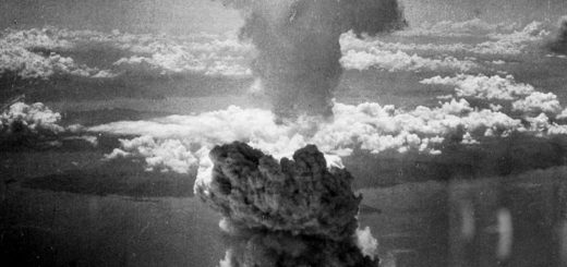 Explosion d'une bombe atomique à Nagasaki en 1945 - Charles Levy — U.S. National Archives and Records Administration - wikicommons