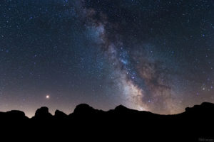 Montagnes et étoiles - Image: 'IMG_2222-1' http://www.flickr.com/photos/48815372@N07/30221952537 Found on flickrcc.net