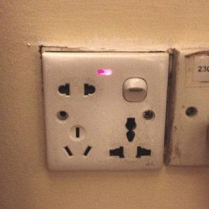 Une prise électrique avec plusieurs branchements possibles - Image: 'which?' http://www.flickr.com/photos/30305407@N00/10479247956 Found on flickrcc.net