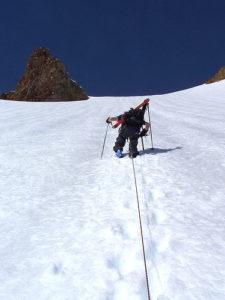 illustration : une personne monte une pente de neige en crampons - Image: 'Mt Atwell April 2004 111' http://www.flickr.com/photos/42828760@N00/61482960 Found on flickrcc.net