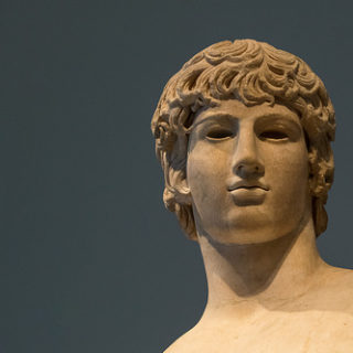 visage d'une statue grecque antique - Image: 'Greek Models - XXXVIII: Antinous as Agathodaimon' http://www.flickr.com/photos/69716881@N02/26124298231 Found on flickrcc.net