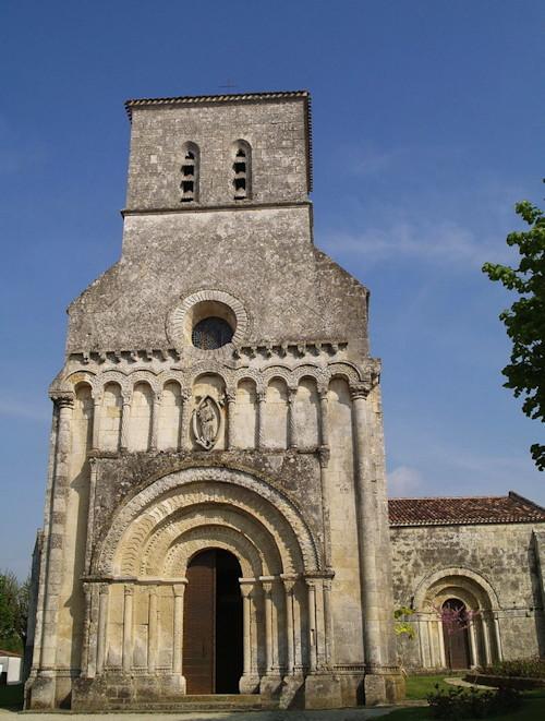 L'église romane de Rioux en Saintonge