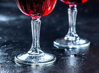 Illustration : deux verres de vin - Image: 'Two glasses of red wine' http://www.flickr.com/photos/30478819@N08/32625920638 Found on flickrcc.net