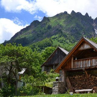 Illustration : un chalet à la montagne - Image: 'Les Fermonds' http://www.flickr.com/photos/96925387@N00/42977224892 Found on flickrcc.net