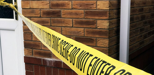 illustration : une bande délimitant une scène de crime - Image: 'Crime scene / Police scene tape stock photo image' http://www.flickr.com/photos/145558967@N03/32443464207 Found on flickrcc.net