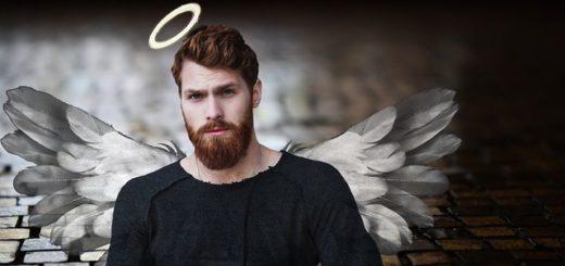 illustration : un montage photo d'un homme barbu avec des ailes et une auréole - Image par Image par pixel2013 de Pixabay