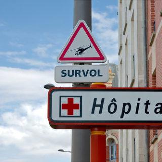 illustration : signe d'un hôpital - Image: 'Panneau survol d'hélicoptère' http://www.flickr.com/photos/38712296@N07/14812701509 Found on flickrcc.net