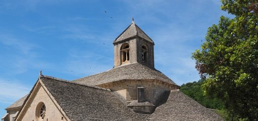 Illustration : l'église d'une abbaye - Image parHans Braxmeier de Pixabay