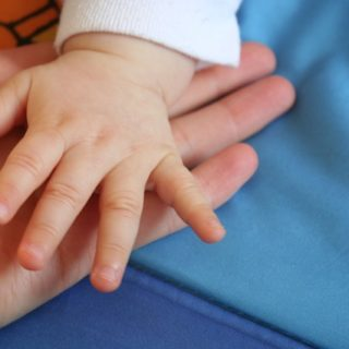 main de bébé - Image parRGDJ de Pixabay
