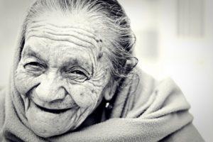 Illustration : femme très âgée et très souriante - Image parFree-Photos de Pixabay