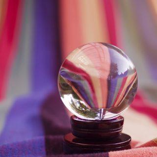 illustration : une boule de cristal - Image parEsi Grünhagen de Pixabay