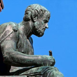 Illustration : une statue d'Aristote (Albert Ludwigs Universität) - Image par1195798 de Pixabay