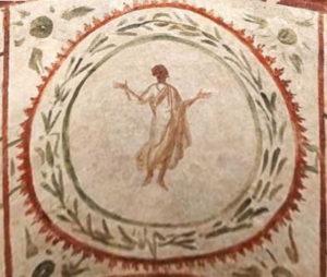 femme en prière (orante) - fresque dans une catacombe à Rome