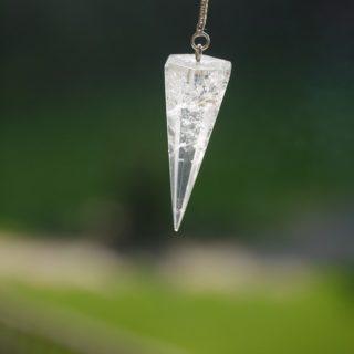 pierre de guérison en pendule - Image par OSTC de Pixabay