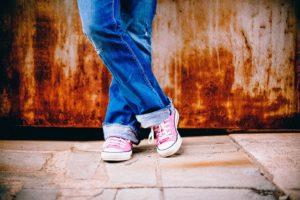 jambes d'un jeune - Image par PublicDomainArchive de Pixabay