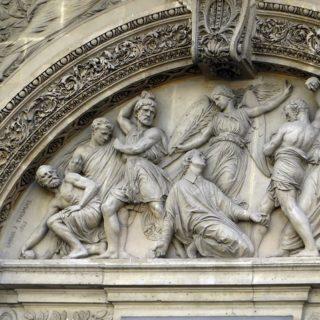 bas relief sur une église à Paris représentant une lapidation - Image par Albert Dezetter de Pixabay