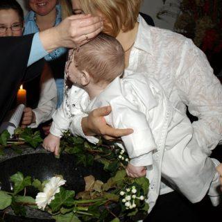baptême d'un bébé - Image par ariesa66 de Pixabay