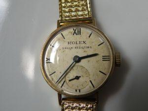 Une ancienne montre Rolex - Image par diegom de Pixabay