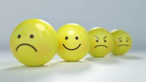 smiley triste, content, en colère - Image par Gino Crescoli de Pixabay