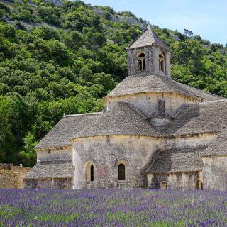 Abbaye cistercienne se Sénanque - Image par Hans Braxmeier de Pixabay
