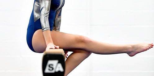 gymnaste en équilibre sur une poutre, pensive - http://www.flickr.com/photos/56292751@N03/31675671316 Found on flickrcc.net