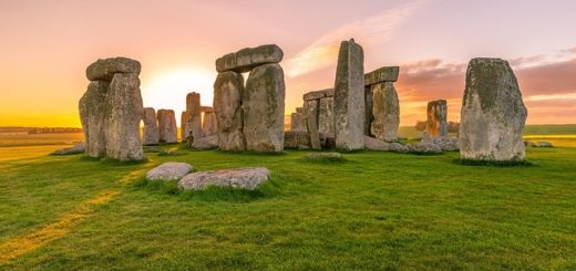 installation de pierres dressées à Stonehenge - Image parSally Wilson de Pixabay