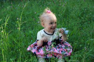 Illustration : fillette heureuse - Image par pralea vasile de Pixabay