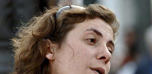 Illustration : le visage d'une femme, en mouvement - Image: '25 de Abril 2008 - Woman Close-up Portrait' http://www.flickr.com/photos/46944516@N00/49016163067 Found on flickrcc.net