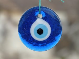 amulette - Image par Hans Braxmeier de Pixabay