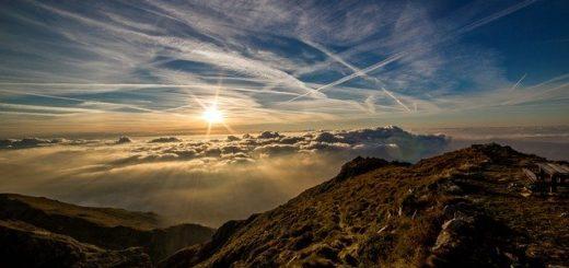 coucher de soleil en montagne - Image par Dan Fador de Pixabay